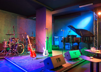 Riverside - Food Sounds Good - Il palco
